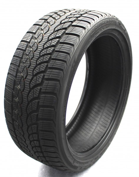 Winterreifen 225/40R18 92V XL AO Bridgestone Blizzak LM 32 DOT 17 7,4mm